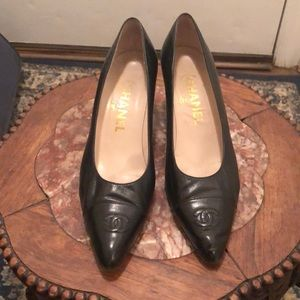 Chanel pumps black kitten heel , mint condition